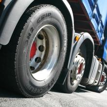 Schimbarea anvelopelor camionului la domiciliu poate minimiza costurile vulcanizării!
