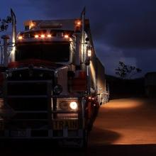 Sfaturi utile despre cum sa conduci camionul noaptea